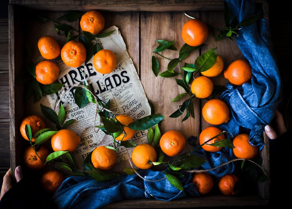 mandarynki w skrzynce drewninej