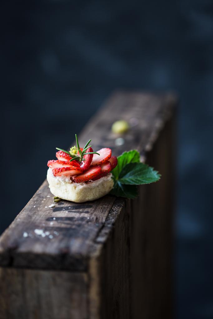 buleczka-z-truskawkami-strawberry-scone