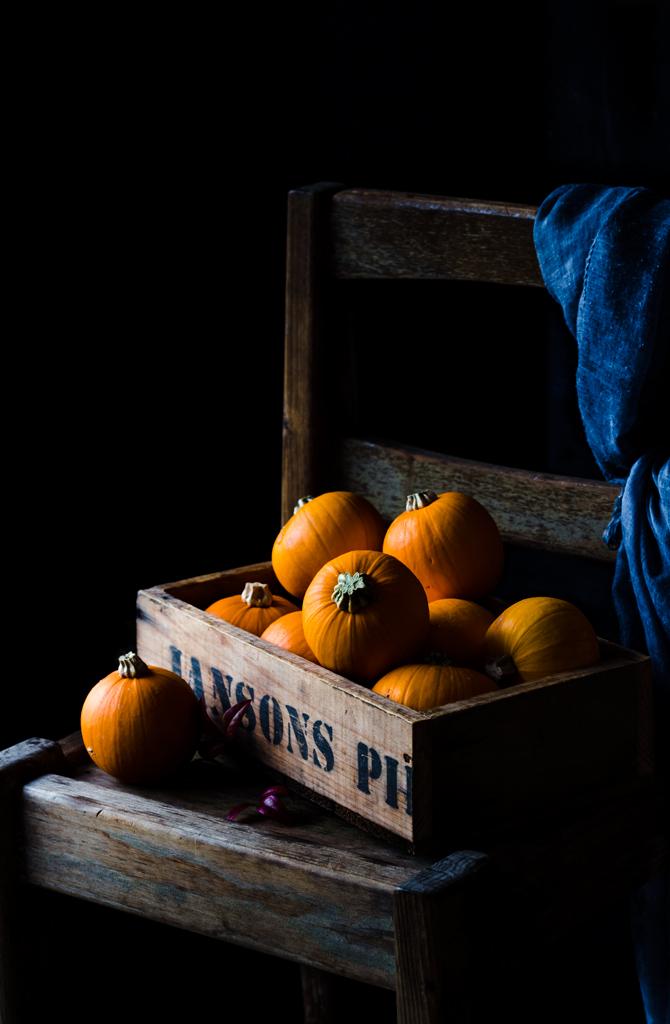 dynie-w skrzyni drewnianej-pumpkin